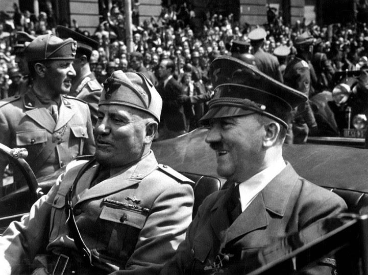 <p>Mussolini y Hitler en Munich, Alemania. Junio de 1940</p>
