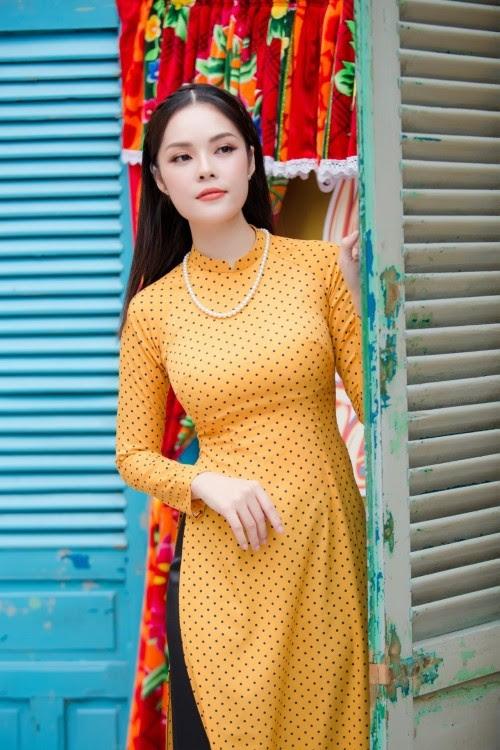 Tuyển tập 10 tà áo dài đẹp ngất ngây của mỹ nhân Việt trong Tết Mậu Tuất - Ảnh 8.