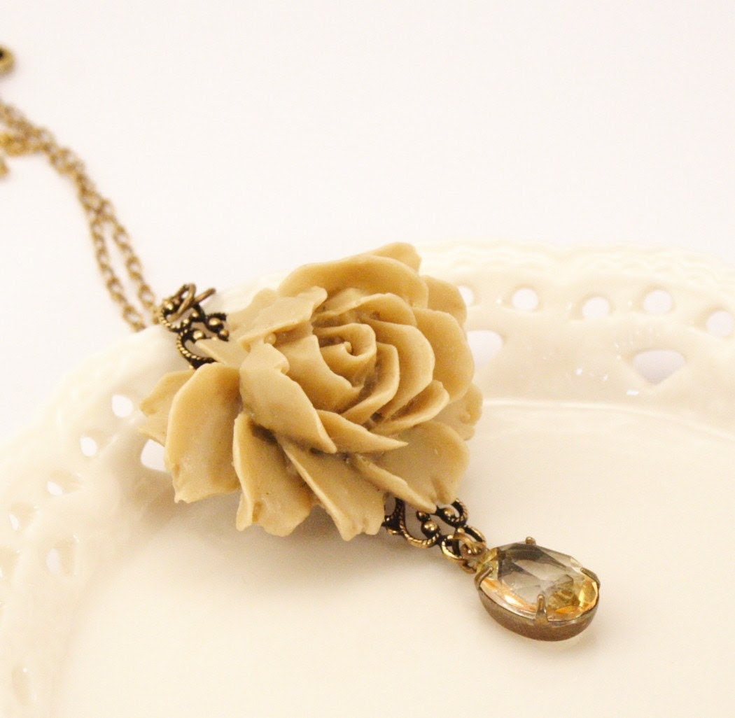 Collette Vintage Jewel Latte Rose Necklace