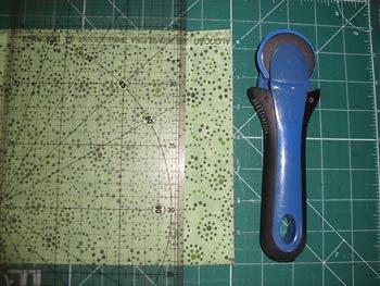 Cortar as tiras de tecido