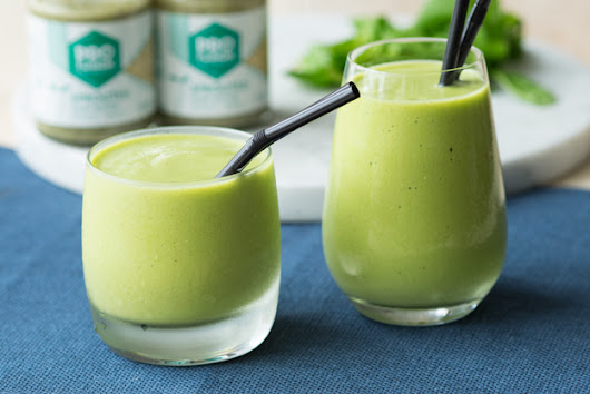 Easy and Healthy Green Smoothie with Hemp Butter