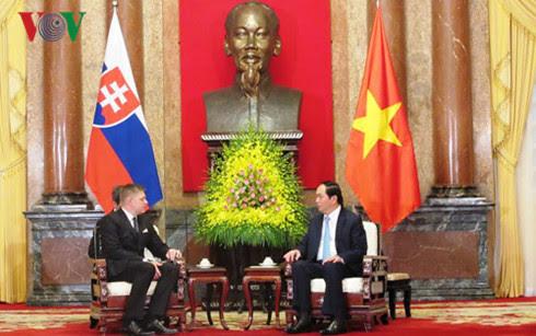 vietnamese leaders receive slovakian prime minister hinh 0