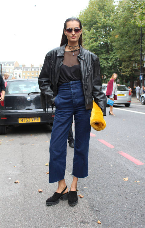 Gizele wears: Jacket & Shades: Vintage, Jeans: ASOS, Shoes: YRU, Bag: Topshop