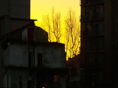 Frammento di tramonto e architettura by Ylbert Durishti