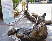 Le statue danneggiate di Falcone e Borsellino