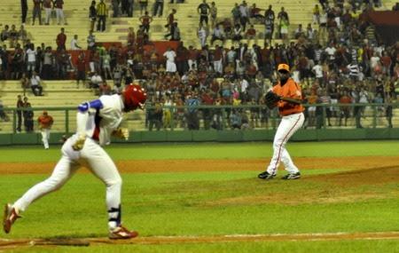 Último out, José Fernández falló en roling al lanzador