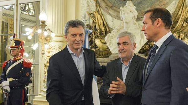 Macri, con Das Neves (Chubut) y Gutiérrez (Neuquén) en un acto en la Rosada.