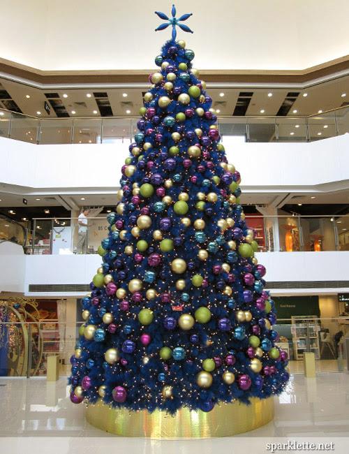 Christmas tree at West Coast Plaza
