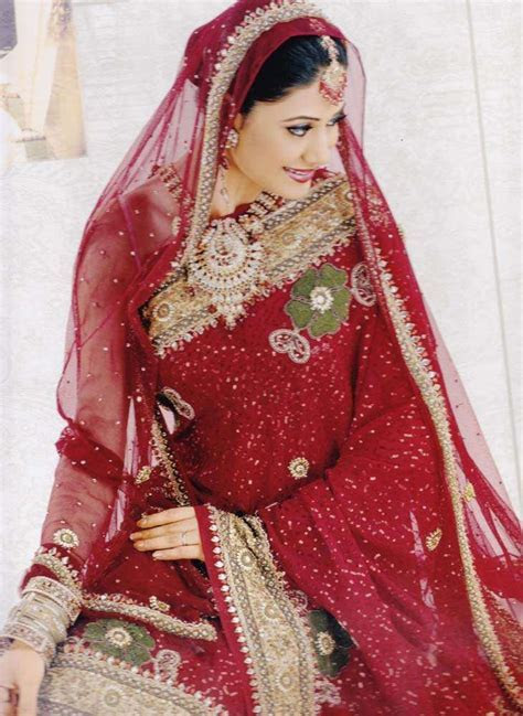 A Brief Description of Bridal Lehenga and Wedding Saree
