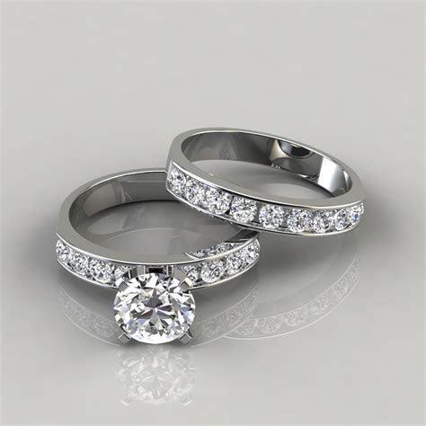 Round Cut Moissanite Engagement Ring and Wedding Band Set