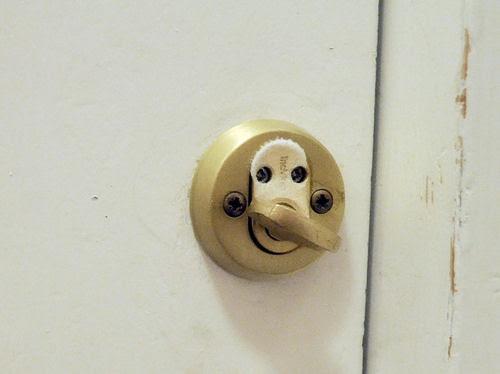 this moment :: 1.12 :: i dag var det rim på låsen i utgangsdøra og 14 grader minus