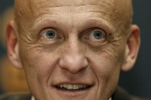 Коллина призывает доверять украинским арбитрам