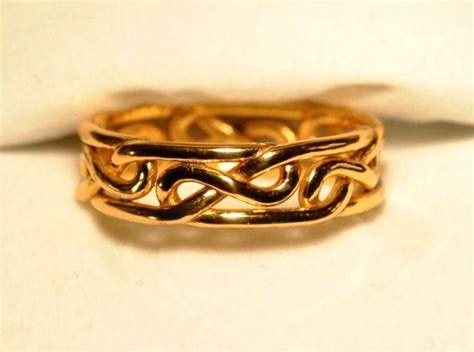 1000  images about Celtic Knot Rings on Pinterest