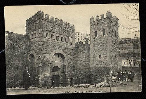Puerta vieja de Bisagra o de Alfonso VI (Toledo) tras su restauración. Principios del siglo XX. Foto Lacoste, 1911
