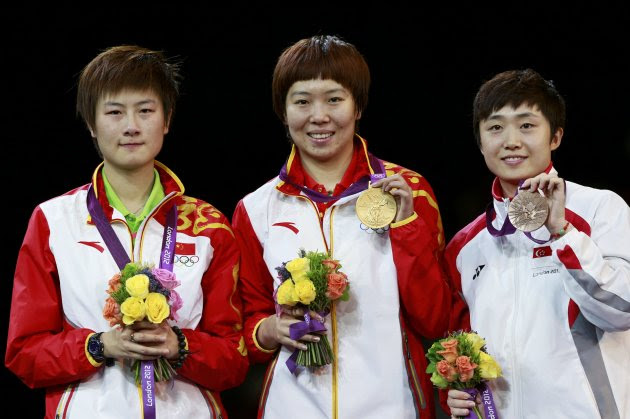 (L-R) China's Ding Ning, China's Li Xiaoxia and Singapore's Feng Tianwei pose with their medals after the women's singles table tennis tournament at the ExCel venue during the London 2012 Olympic Games August 1, 2012. Ding won silver, Li won gold and Feng took bronze. REUTERS/Adrees Latif (BRITAIN  - Tags: OLYMPICS SPORT TABLE TENNIS TPX IMAGES OF THE DAY)