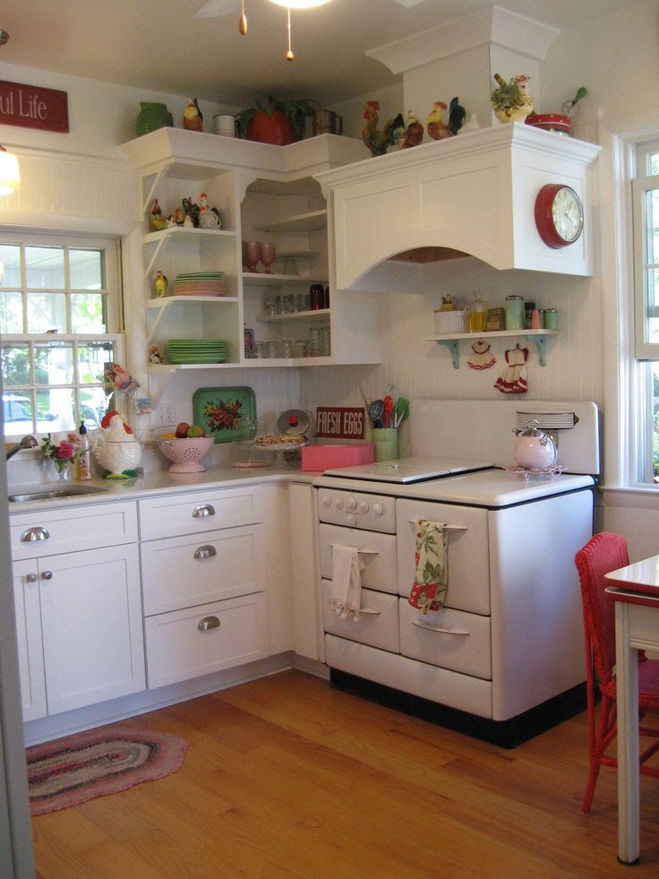 Beauty and Simplicity in Traci's Retro Style Kitchen