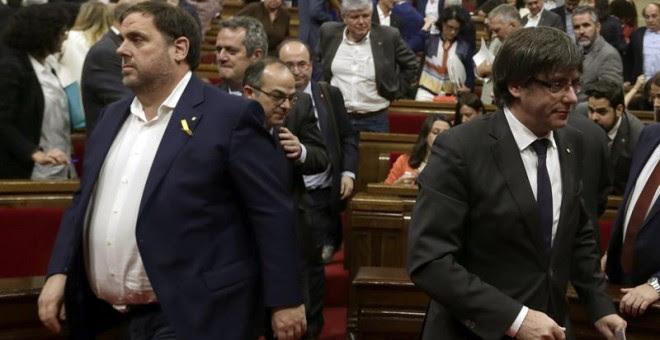 El presidente de la Generalitat, Carles Puigdemont, y el vicepresidente, Oriol Junqueras. - EFE