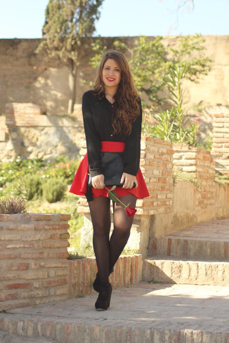 falda-roja-con-blusa-negra-HeelsandRoses-(4)