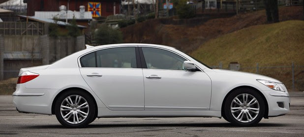 2011 Hyundai Genesis Sedan side view