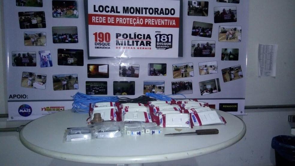 Materiais furtados foram recuperados pela PM (Foto: Polícia Militar/Divulgação)