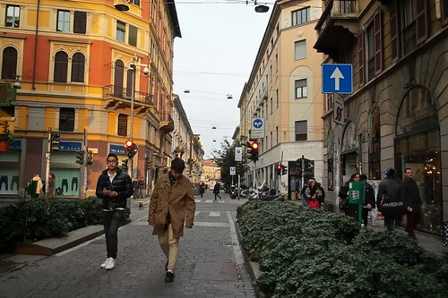 Un passeggiata pomeridiana in via Sarpi by Ylbert Durishti