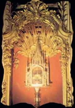 Resultado de imagen para Relicario con la Hostia del Milagro, conservada hasta hoy