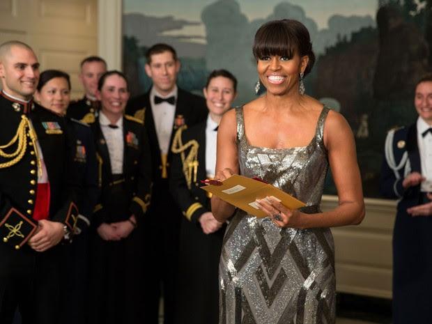 A primeira-dama dos EUA, Michelle Obama, faz uma aparição surpresa por vídeo para anunciar o Oscar 2013 de Melhor Filme, direto da Sala Diplomática da Casa Branca, em Washington. (Foto: AFP/Pete Souza/Casa Branca)