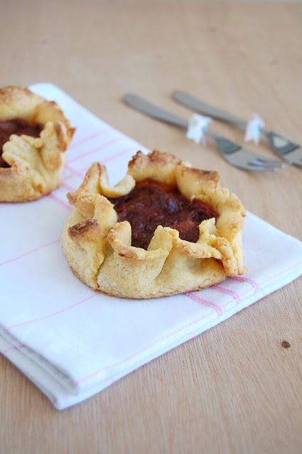 Rhubarb tarts / Tortinhas de ruibarbo
