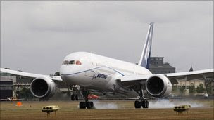 Boeing Dreamliner landing at the Farnborough Airshow