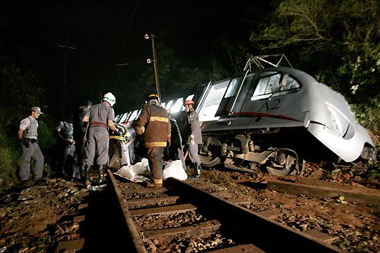 Bonde turístico descarrila e deixa duas pessoas mortas e 43 feridas na região do Vale do Paraíba, em SP