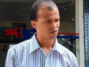 Pai de criança que morreu afogada no Othon (Foto: Nido Santos/ TV Bahia)