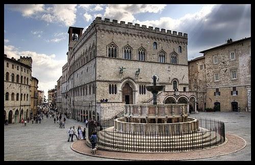 Le pi belle piazze italiane for Arredare milano piazza iv novembre