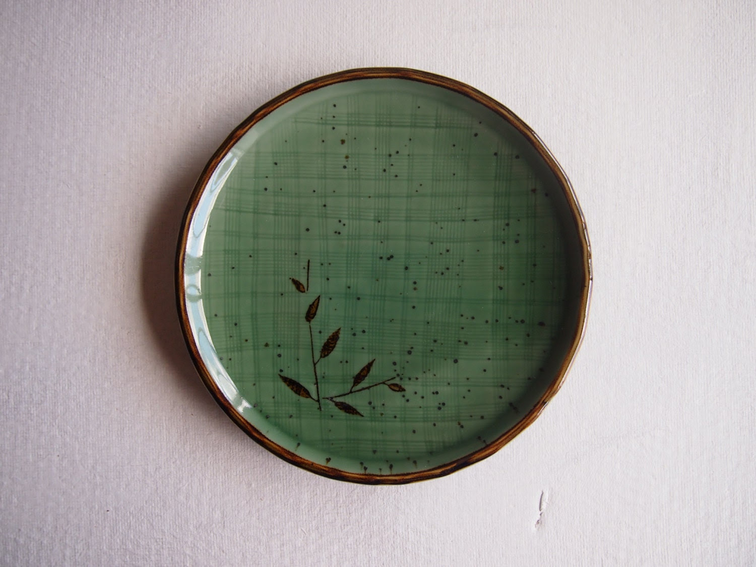 Green Japanese plate vintage leaf design brown detail Asian serving dish - Octavi