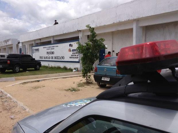 Presos iniciaram tumulto no Presídio Frei Damião de Bozzano (Foto: Kety Marinho/Globo Nordeste)