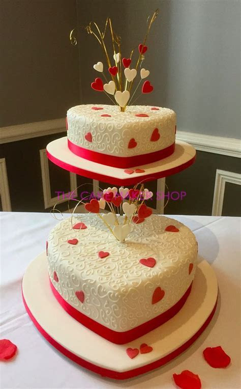 Best 25  Red heart wedding cakes ideas on Pinterest   Red