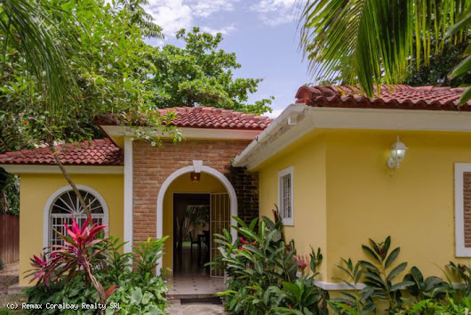 Villa at walking distance to the beach ...