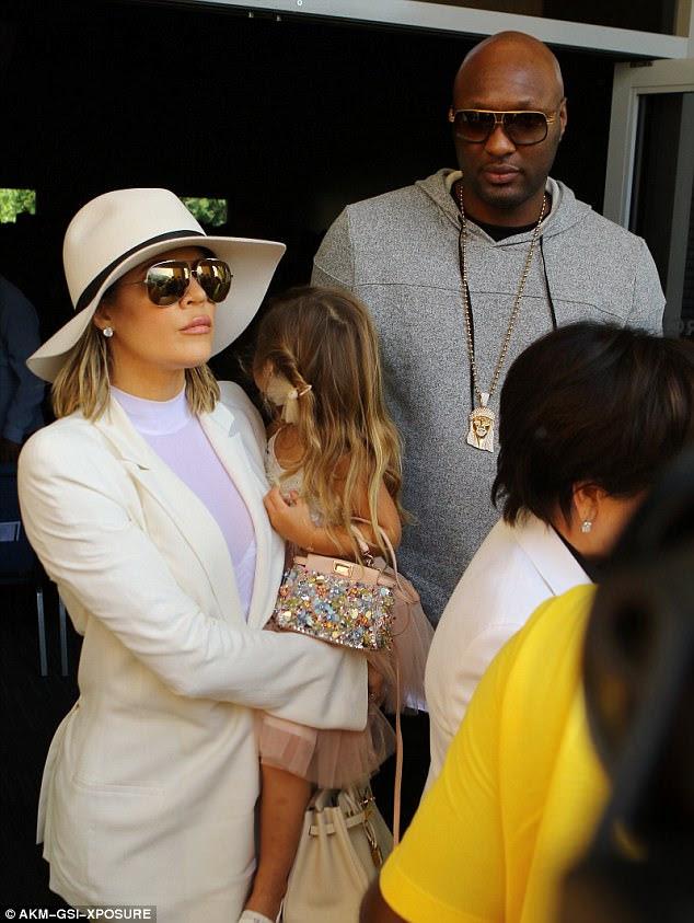 """Lamar Odom revelou que Khloe Kardashian o pegou """"ficando alto"""" em um quarto de motel com outra mulher e """"tolerou"""" o uso de cocaína nos últimos dois anos de seu casamento;  Retratado em março de 2016"""