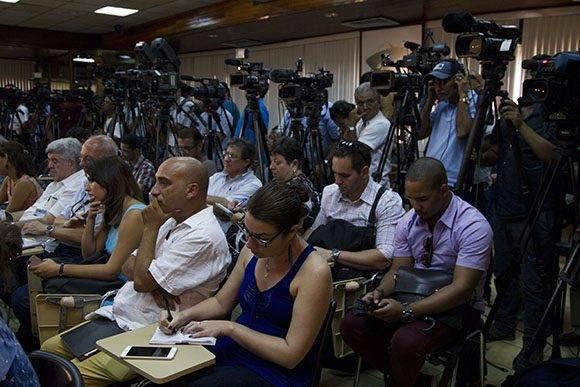 Periodistas de casi una veintena de países se reunieron en la sala Camilo Cienfuegos del Minrex para escuchar al canciller cubano. Foto: Ladyrene Pérez/ Cubadebate.
