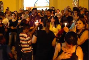 A cidade paulista que está protegendo um padre e dando uma lição contra o racismo