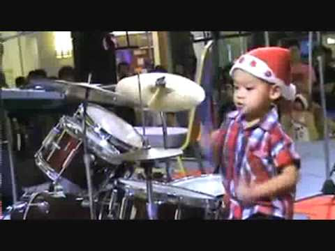WATCH: Check Out This Amazing 4 Year Old Kid On The Drums! Not Bad At All!