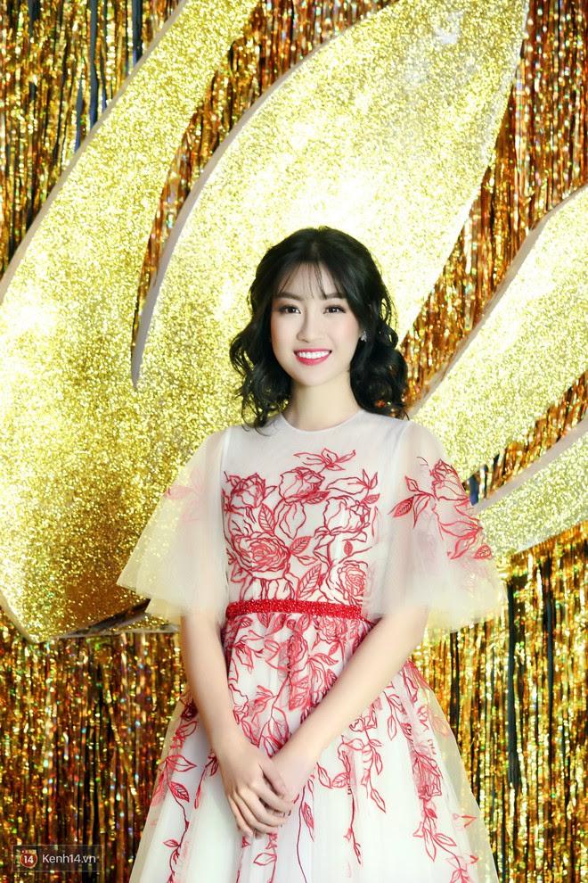 Hoa hậu Đỗ Mỹ Linh cắt mái lưa thưa đón Tết, nhìn xinh yêu không chịu được - Ảnh 4.