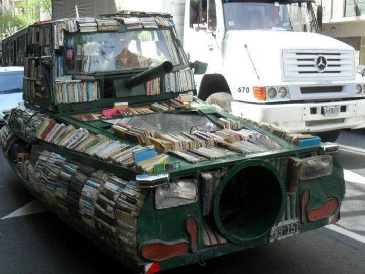 arma de instruccion masiva, leer, biblioteca movil, libro coche