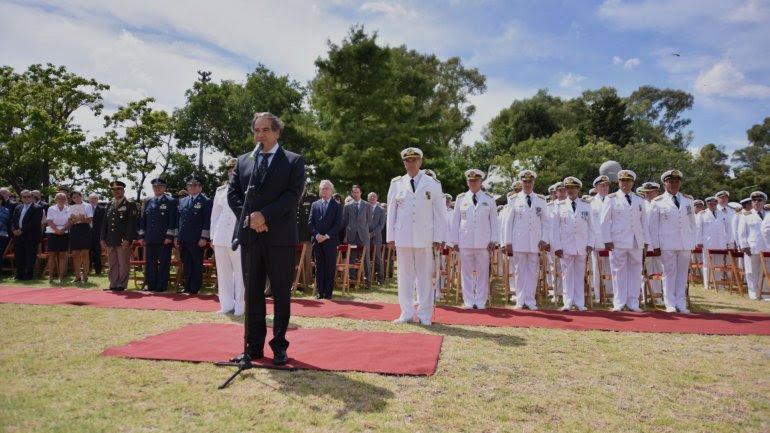 El ministro Julio Martínez durante la asunción de la nueva cúpula de la Armada