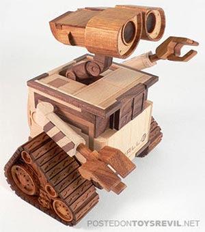 Robot Wall-E Kayu