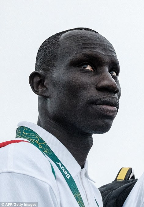 James Nyang Chiengjiek (à esquerda), o Sudão do Sul, atletismo, 400m