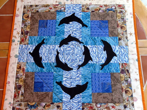 Quilting Diva's Submission for the Project Quilting LOG CABIN Challenge - Dolphins at the Beach