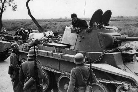 Sovieticii se saluta cu nazistii