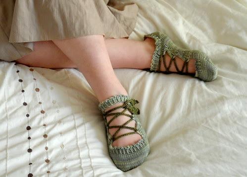 Elves Legolas Tolkien Fantasy knits slippers footies quick fingering sock yarn