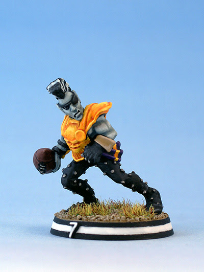 Citadel Miniatures Dark Elf Blood Bowl Runner