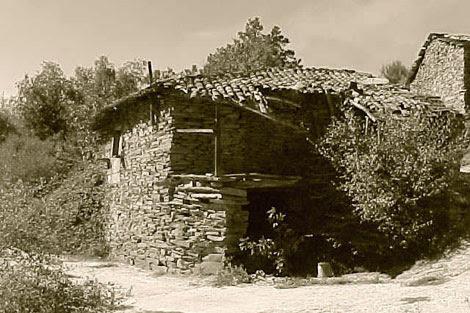 Una de las casas de Couso Galán, antes de ser rehabilitada. | ADG